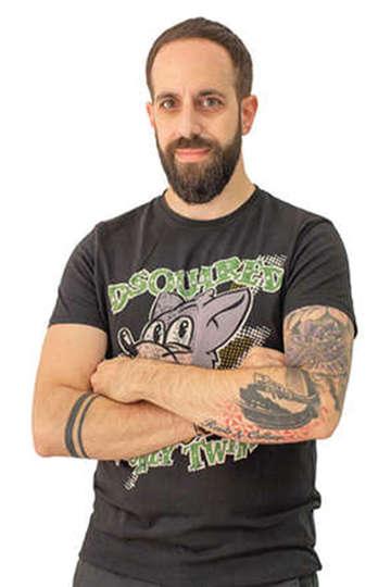 Άγγελος Φύτρος (Nesta). Καθηγητής ΙΕΚ PRAXIS. Κομμωτής.Σπούδασε στην Ελλάδα και έχει παρακολουθήσει πληθώρα σεμιναρίων κομμωτικής σε Ελλάδα,Αγγλία &Ισπανία.