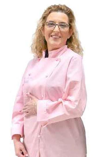 Ελισσάβετ Αρμάου. Καθηγήτρια ΙΕΚ PRAXIS. Ζαχαροπλάστης - Ζαχαροτέχνης, Head Pastry Chef στο Εργαστήριο Καλλιτεχνικής Ζαχαροπλαστικής THE CAKERS.
