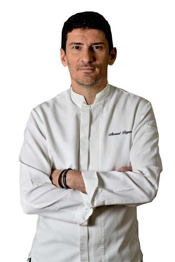 """Ο Arnaud Bignon είναι ο γενικός διυεθυντής του Εστιατορίου """"Σπονδή"""" στην Αθήνα όπου ξεκίνησε ως head chef το 2005, κερδίζωντας 2 Αστέρια Μισελέν το 2008"""