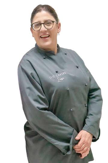 Λουίζα Διγενή. Καθηγήτρια ΙΕΚ PRAXIS. Ζαχαροπλάστης, Head Pastry Chef στο Εργαστήριο Καλλιτεχνικής Ζαχαροπλαστικής THE CAKERS, στην Ηλιούπολη.