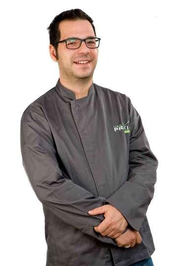 Δημήτρης Δημητριάδης. Καθηγητής ΙΕΚ PRAXIS. Chef. Σπούδασε στη Σχολή Τουριστικών Επαγγελμάτων της Ρόδου.Έχει διακριθεί με έπαινο από το Lions Club.