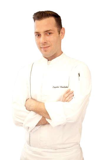 """Ευγένιος Βαρδακαστάνης. Pastry Chef """"Μεγάλη Βρετανία"""", """"King George"""". Διδάσκει υψηλή Ζαχαροπλαστική Τέχνη στους σπουδαστές του ΙΕΚ PRAXIS."""