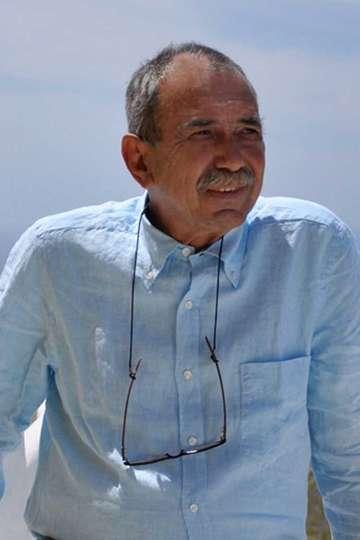 """Τον Γιώργο Χατζηγιαννάκη τον έχουν αποκαλέσει """"πατριάρχη της γαστρονομίας του Αιγαίου"""". Είναι η ψυχή πίσω από το βραβευμένο εστιατόριο ΣΕΛΗΝΗ στην καλντέρα"""