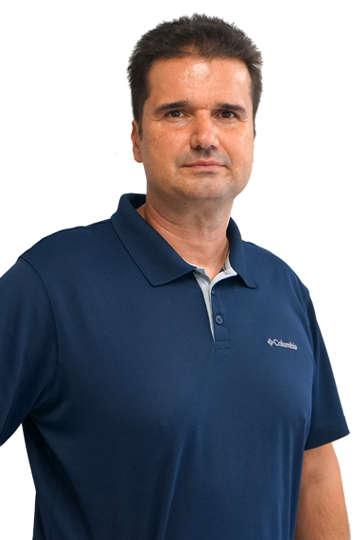 Ο Διονύσης Γκιουλέας είναι Καθηγητής Φυσικής Αγωγής και μέλος του συνδέσμου Ελλήνων προπονητών καλαθοσφαίρισης από το 1996.