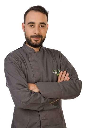 Στράτος Ιωσηφέλης. Καθηγητής Μαγειρικής ΙΕΚ PRAXIS. Αρθογράφος στο GreekQualityProducts.gr με προσωπικές συνταγές και οδηγίες.