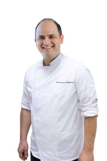 Κοσκινάς Αλέξανδρος. Chef Tudor Hall. Chef στο Tudor Hall Restaurant (King George Hotel). Καθηγητής Μαγειρικής στο ΙΕΚ PRAXIS.