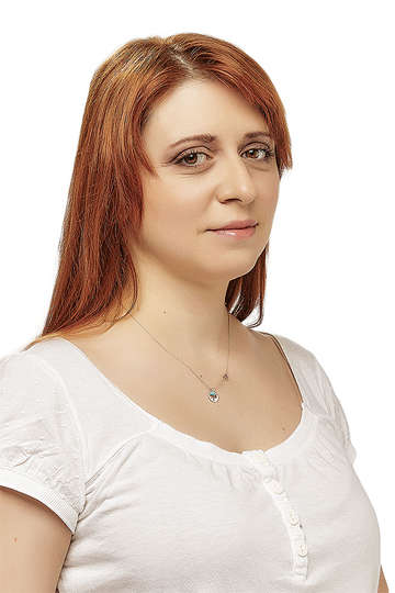 Μαριλένα Κούταλου. Καθηγήτρια ΙΕΚ PRAXIS. Εικαστικός. Πτυχίο Σχολής Καλών Τεχνών, Τμήμα Εικαστικών και Εφαρμοσμένων Τεχνών (Α.Π.Θ.).