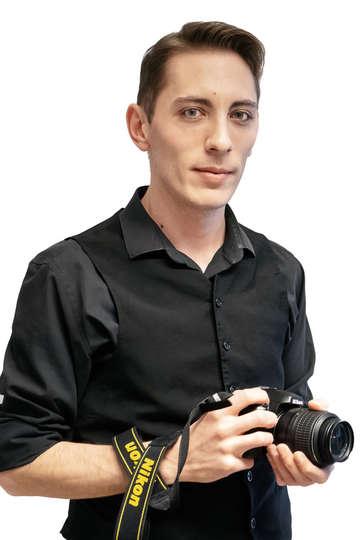 Αποστόλης Λεμπέσης. Καθηγητής ΙΕΚ PRAXIS. Φωτογράφος, σκηνοθέτης και βιντεογράφος, με +7 χρόνια εργασιακή εμπειρία.