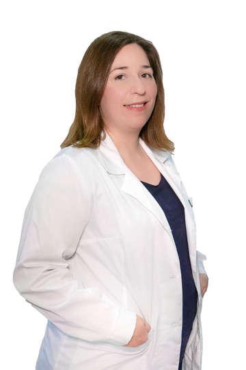 Γεωργία Λεμπιδάκη. Κοσμητολόγος και καθηγήτρια κοσμητολογίας στη Σχολή Αισθητικής και Φαρμακολογίας του ΙΕΚ PRAXIS.
