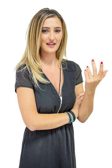 Βικτωρία Μαγδαλιανίδη. Καθηγήτρια Κομμωτικής του ΙΕΚ PRAXIS. Hair Artist. Εργάζεται στα κομμωτήρια Avgeri Hair Salon (Αμαλία Αυγέρη, Κολωνάκι - Αθήνα).