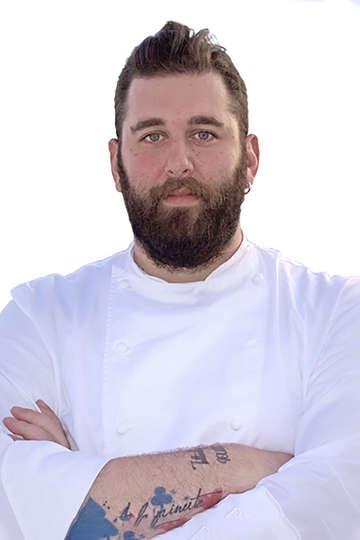 Χάρης Νικολούζος. Καθηγητής Μαγειρικής ΙΕΚ PRAXIS. Τεχνικός Μαγειρικής Τέχνης. Chef στο πολυτελές ξενοδοχείο Katikies Garden (current).