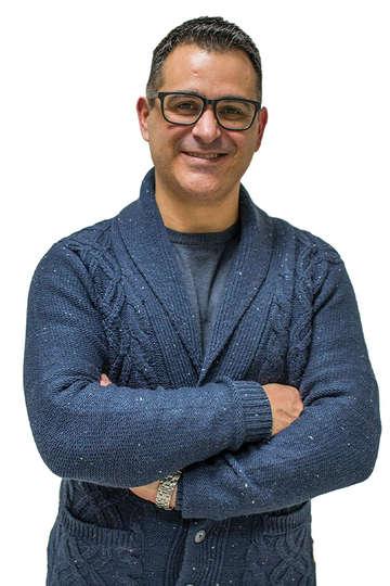 Θοδωρής Πάσχος. Καθηγητής του ΙΕΚ PRAXIS. Ειδικός Γαλακτοκόμος Τυροκόμος (ΕΤΕΠ Εργαστηρίου Γαλακτοκομίας, Γεωπονικό Πανεπιστήμιο Αθηνών).