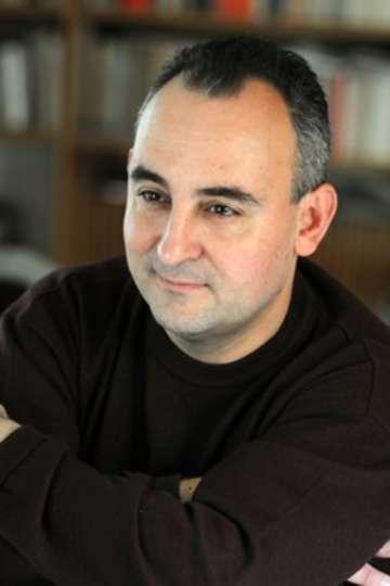 Ο Κωνσταντίνος Γρίβας είναι Αναπληρωτής Καθηγητής Γεωπολιτικής στη Στρατιωτική Σχολή Ευελπίδων και καθηγητής στη Σχολή Δημοσιογραφίας του ΙΕΚ PRAXIS.