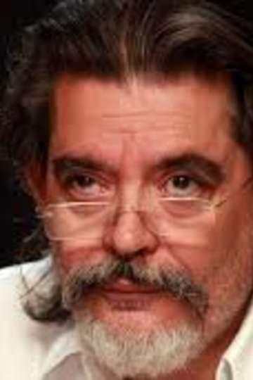 """Στάθης Σταθόπουλος. Καθηγητής ΙΕΚ PRAXIS. Σκιτσογράφος και Δημοσιογράφος – χρονογράφημα, σκίτσο. Εργάζεται στην εφημερίδα """"Το Ποντίκι"""""""