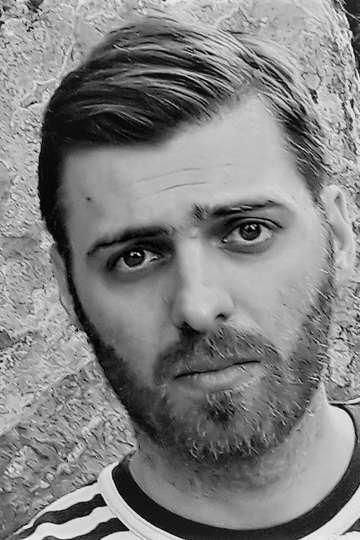 Βαγγέλης Γεωργίου. Καθηγητής ΙΕΚ ΡRAXIS. Δημοσιογράφος – σύνταξη άρθρων, δημοσιογραφική διαχείριση δεδομένων. Ιδρυτής του greeklish.info.
