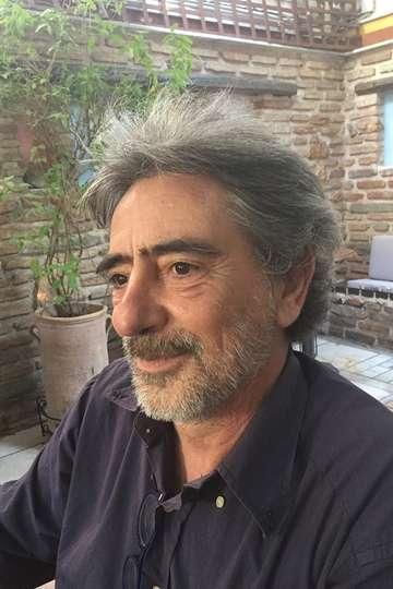 Βαγγέλης Σαρακινός. Καθηγητής ΙΕΚ PRAXIS. Δημοσιογράφος – ροή ειδήσεων σε ιστοσελίδα, ραδιοφωνικές και τηλεοπτικές ειδήσεις.