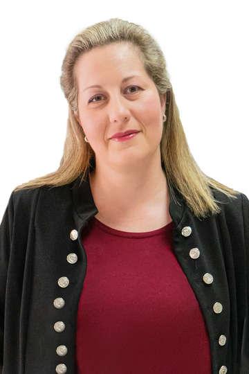 Μαρία Σταύρου. Καθηγήτρια ΙΕΚ PRAXIS. Εργαζόμενη και συνιδιοκτήτρια στην οικογενειακή επιχείρηση «ΠΟΤΟΠΟΙΙΑ Μ. ΚΑΙ Α. ΣΤΑΥΡΟΥ Ο.Ε.»