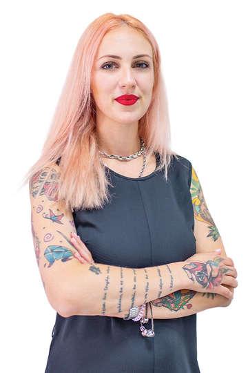"""Χαρά Τσιαμούλη. Καθηγήτρια ΙΕΚ PRAXIS. Hair Stylist. """"Fashion Projects & Photoshootings"""",Αθήνα.Hair Styling σε φωτογραφήσεις μόδας και τηλεοπτικές εκπομπές."""