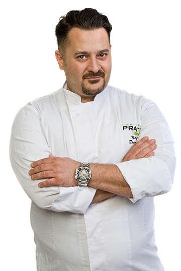 """Νικόλαος Ζουρνατζίδης. Καθηγητής ΙΕΚ PRAXIS. Executive Chef (σε 10 Θεματικά εστιατόρια) """"Mitsis Blue Domes Resort And Spa"""" 5* ΚΩΣ."""